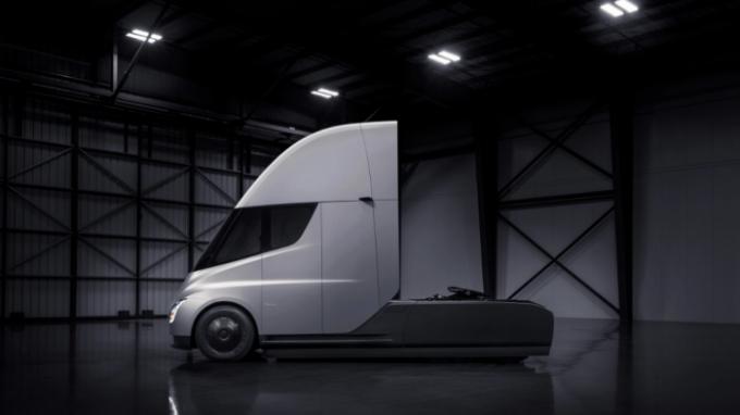马斯克:全电动的货运半拖挂车,特斯拉Semi已准备好量产